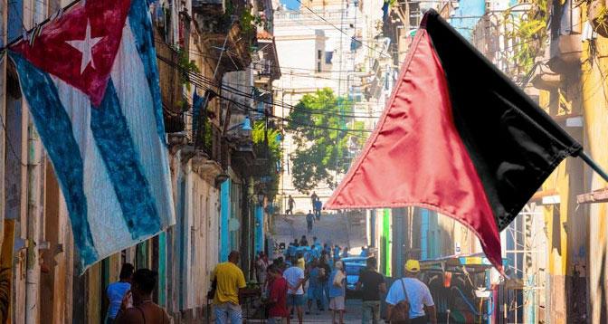 Nationalflagge vs. Schwarz-rote
