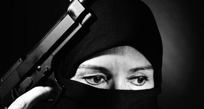 Mujer-Musulmana-Arma-Religion-Fundamentalismo-Acracia