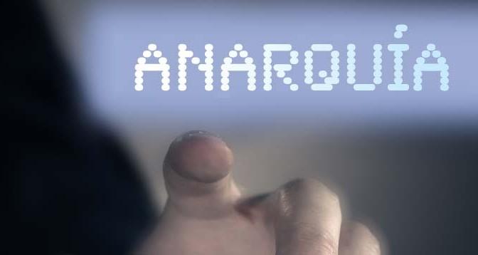 Oxigenacion-Libertaria-Internet-Mano-pulsando-Acracia-Anarquismo
