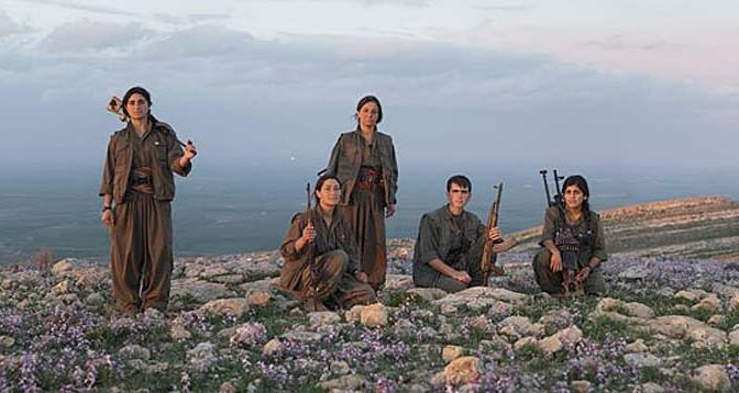 Combatientes-kurdas-Anarquismo-Acracia